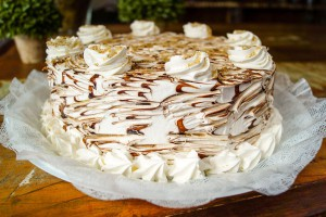 Torta Ferrero Rocher com chantilly